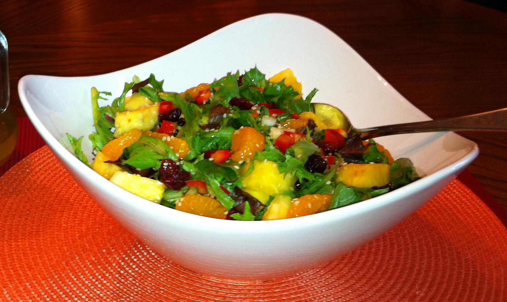 Caribbean salad with honey and lime vinaigrette