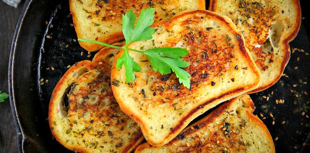 Roasted Garlic Skillet Bread